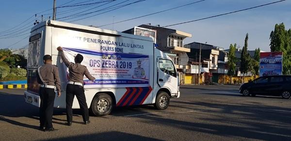 Jelang Operasi Zebra 2019, Satlantas Polres Bone Lakukan Sosialisasi di jalan