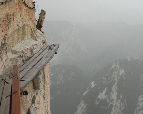 Jalur Lintas Alam Paling Berbahaya