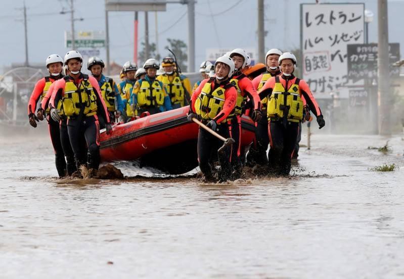 Tim penyelamat Jepang terus lakukan pencarian korban topan yang masih hilang