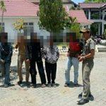 Satpol PP Bone Amankan 5 Orang Remaja Penghisap Lem Dikawasan Lapangan Merdeka