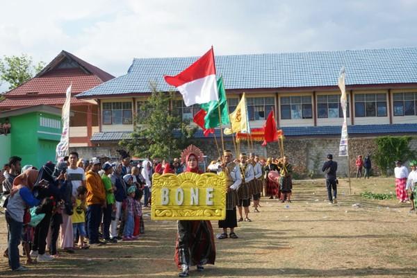 Bupati Bone Bersama Rombongan Laskar Kerajaan Bone Ikut Meriahkan Rangkaian Hari Jadi Bau-bau Ke - 478