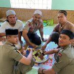 Hidupkan Sunnah cara makan Nabi, Kapolres Bone Makan satu nampan dengan anggota SATPOL PP