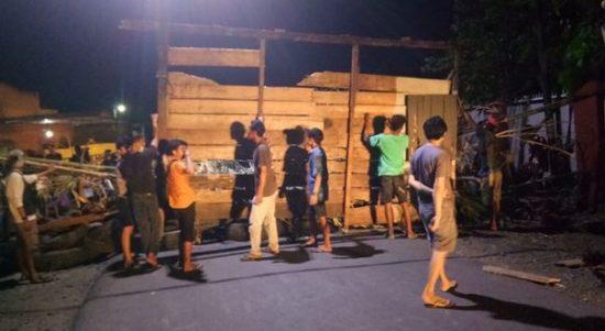 Jelang Eksekusi Lahan, Warga Jl. Andi Pangerang Blokir Jalan