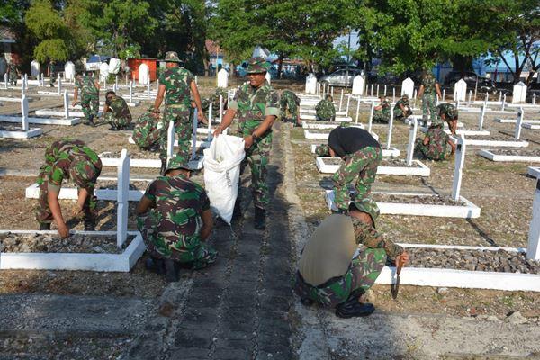 Jelang Hari pahlawan, Taman Makam Pahlawan Jl. Jendral Ahmad Yani Bone dibersihkan