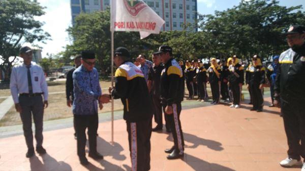 Sekda Bantaeng Pimpin Pelepasan Peserta Porseni PGRI yang akan berangkat ke Barru