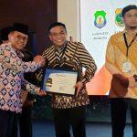Bupati Bone Terima penghargaan Predikat Kepatuhan Standart Pelayanan Publik Tahun 2019