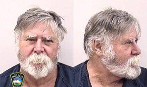 Lelaki Amerika Merampok Bank dan membuang-buang uang di jalan sambil berteriak selamat natal