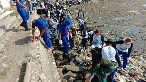 Baksos Bersih Pantai dalam rangka HUT Polairud Ke-69 Tahun 2019
