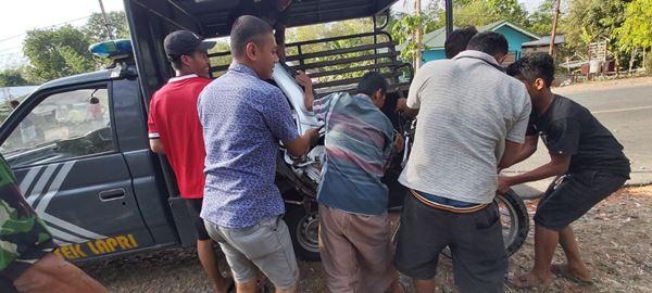 Usus Pengendara Sepeda Motor Terburai usai Tabrakan dengan mobil Avansa di Bone