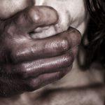 Pria Malaysia Merampok pasangan kekasih dan memaksa wanitanya untuk melakukan Oral Seks