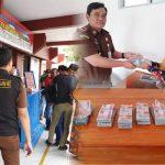 Terpidana Kasus Korupsi Mantan Kepala Desa Garaccing Menyerahkan diri dan Lakukan Pengembalian