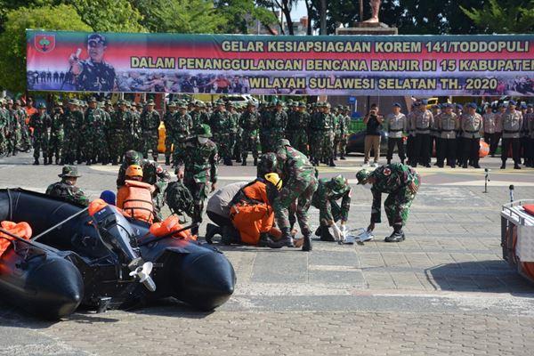 Apel Kesiap siagaan Penanggulanga Bencana Banjir dan Simulasi Evakuasi Korban Bencana Alam di Lapangan Merdeka