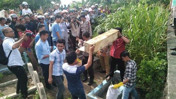 Penemuan Peti yang diduga berisi mayat baru tertanam di pekuburan, Gegerkan Warga di Bantaeng
