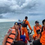 Dihempas Ombak dan Kapal menghantam Karang, 5 Nelayan berhasil di Evakuasi TIM SAR Gabungan