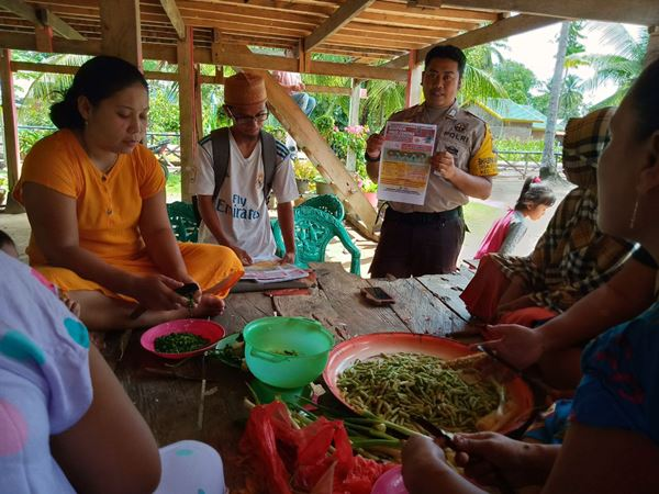 Bhabinkamtibmas Desa Bolli Gencarkan Sosialisasi cara pencegahan Virus Corona