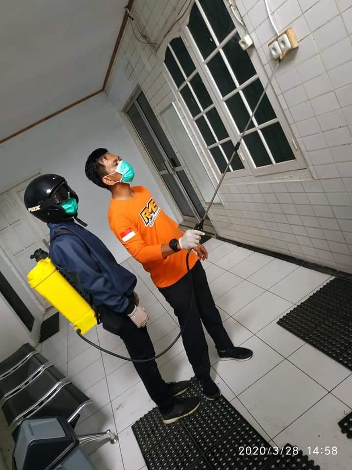 Cegah COVID-19, Ketua Fraksi NasDem DPRD Bone Lakukan Penyemrotan Desinfektan Kesejumlah Tempat Umum