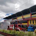Bersama TNI-POLRI, Pemkab Bone Lakukan Penyemprotan Desinfektan di Sejumlah Jalan di Kota Watampone