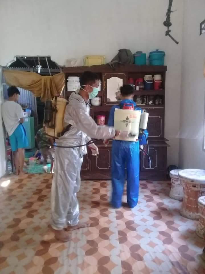 Cegah Penularan COVID-19, Pemerintah Desa Balieng Toa Lakukan Penyemprotan