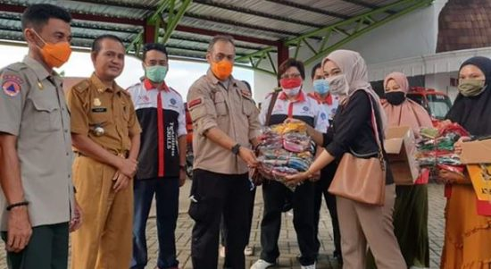 UPT BLK Bone Serahkan Bantuan 1000 Masker Buatan Alumni BLK Garmen