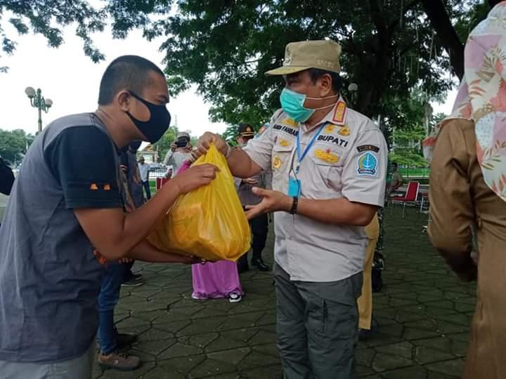 Peringati Hari Kartini, Pemda Bone serentak bagikan Sembako kepada warga terdampak Covid-19