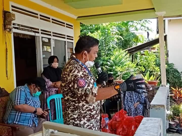 Anggota DPRD Provinsi, Andi Izman Pantau Langsung Pembagian Paket Sembako