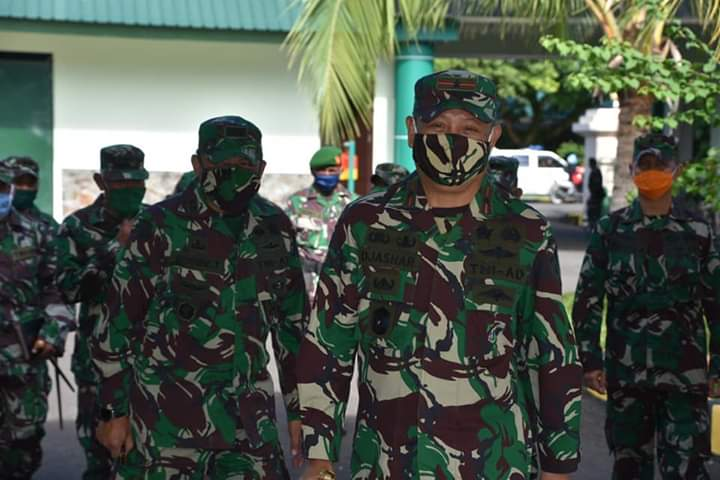 Penyambutan Komandan Korem 141/Tp Brigjen TNI Djashar Djamil di Makorem 141