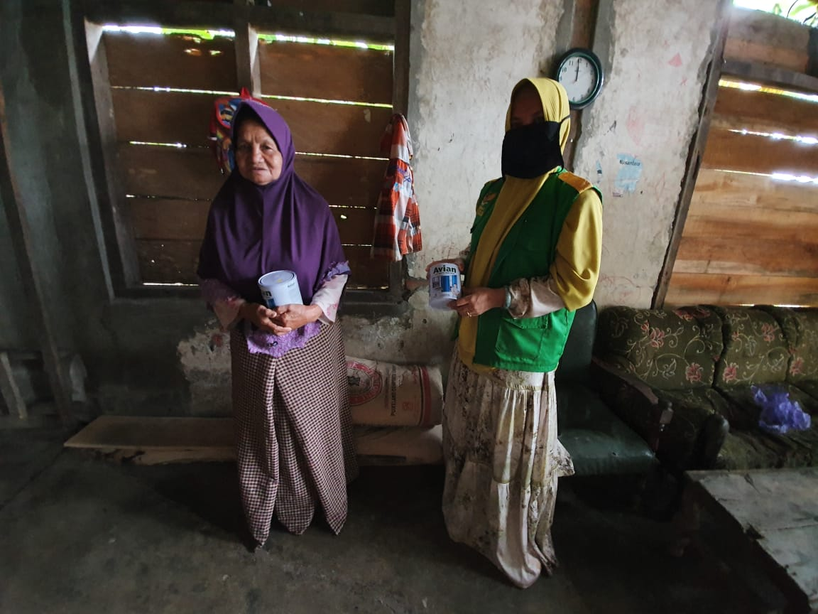 Salurkan Bantuan, BAZNAS Bone Datangi Sejumlah rumah di Hari pertama puasa