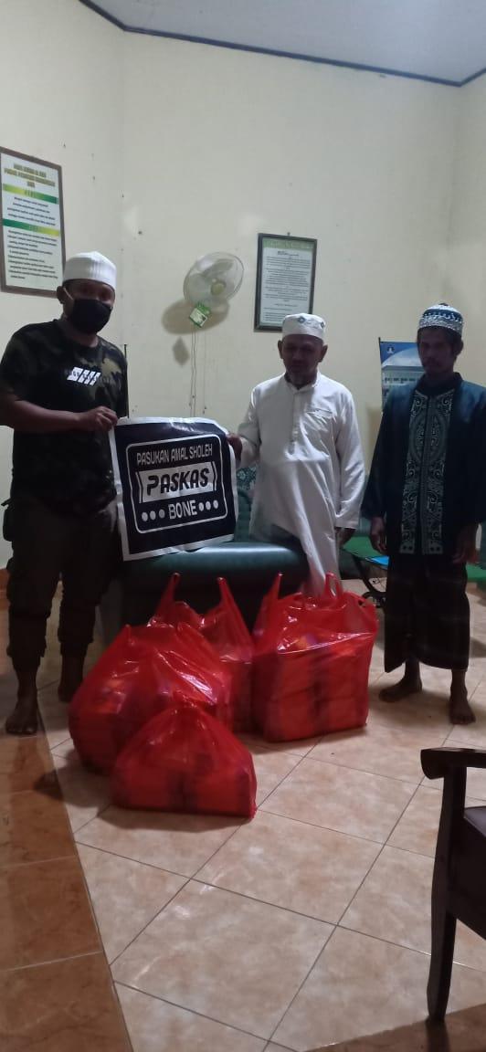 PasKas Bone Berikan Santap Sahur untuk Anak - anak Pondok Penghafal Al-Qur'an