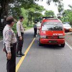 Antispasi COVID-19, TNI-Polri Periksa Suhu tubuh pengendara yang melintas di batas Jeneponto