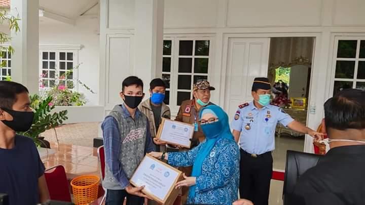 Bupati Bone Serahkan Bantuan Kepada Warga Binaan Lapas Watampone