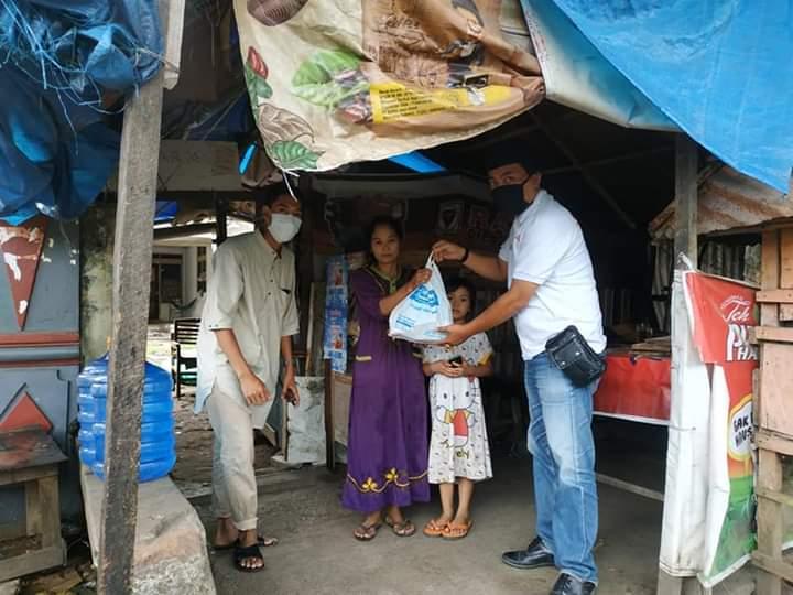 Gandeng APKLI, Indomaret Bone Salurkan Bantuan Paket Sembako kepada Kaum Duafa