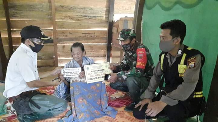 Penyaluran BLT DD di Desa Talungeng di Kawal Ketat Babinsa dan Bhabinkamtibmas
