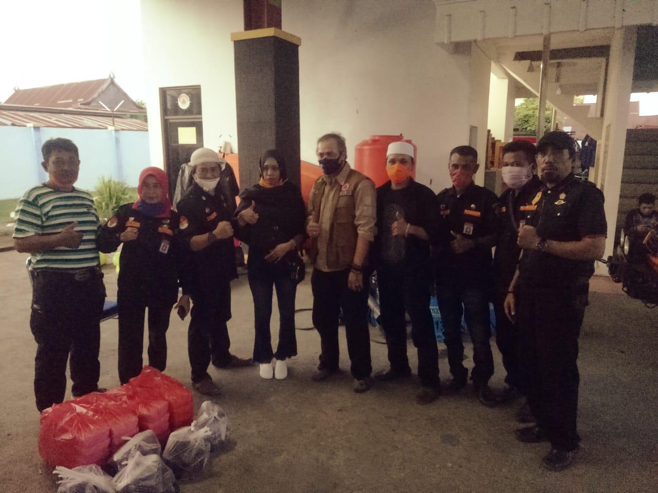 DPD APKAN RI Bone Kembali Berbagi Ratusan Paket Menu Buka Puasa ke Rumah Yatim dan Tahfiz Qur'an