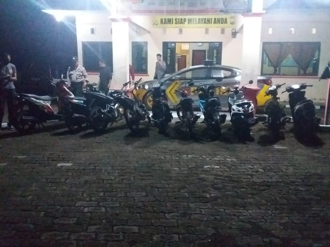 Patroli Malam Takbiran,Tripika Kelurahan Palattae Amankan 15 Unit Sepeda Motor