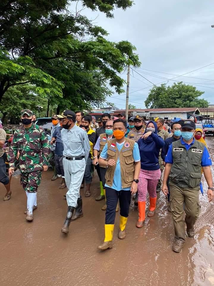 Ketua Komisi A DPRD Bantaeng Turun Langsung Salurkan Bantuan kepada Warga Terdampak Bnjir