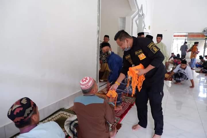 Dapati Warga Salat Jumat Tidak Pakai Masker, Ketua DPRD Bone Lakukan Ini