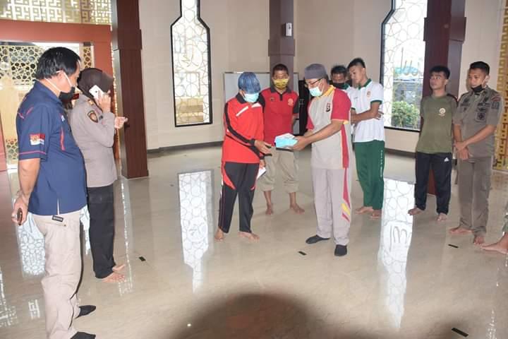 Datangi Masjid Polres, Ini yang Dilakukan Tim Gugus Covid-19 Kabupaten Bone