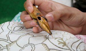 CLAIM Batik adalah Kerajinan Tradisional CINA, Netizen: Satu-satunya yang asli dari Cina adalah CORONA