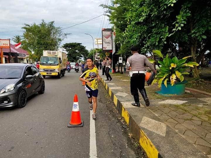 Antisipasi Terjadinya Kecelakaan, Satlatas Polres Bone Pasang Traffic Cone di Jalan Pettaponggawe