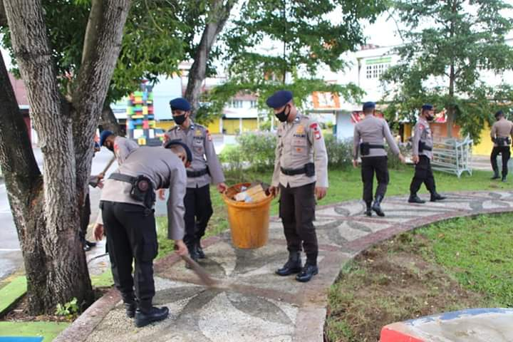 """Personil Brimob Yon C Pelopor """"JUMPA BERLIAN"""" di Taman Kota Bone"""