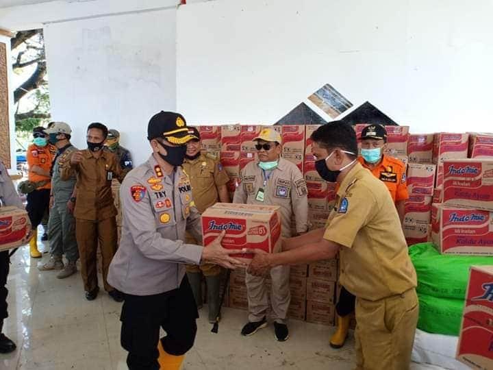 Pastikan Pelayanan Kepolisian Berjalan Dengan Baik, Kapolres Bone Kunjungi Sejumlah Polsek di Wilayah Terdampak Banjir