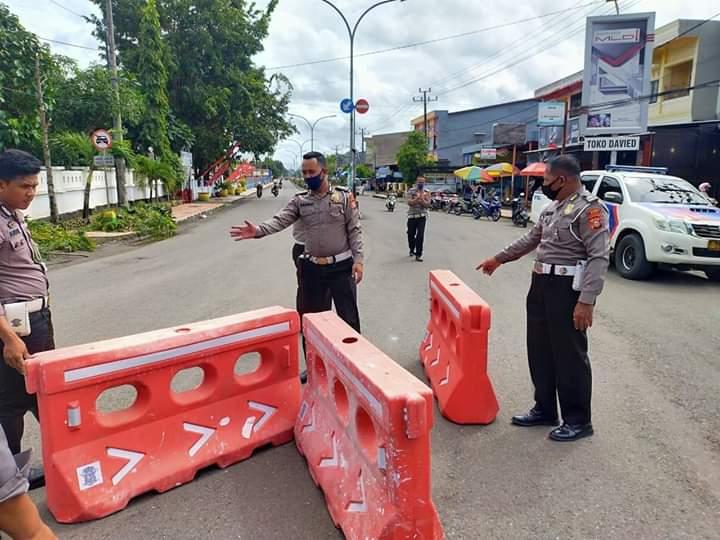 Cegah Penumpukan Kendaraan, Satlantas Polres Bone Pasang Temporary Traffic Barrier