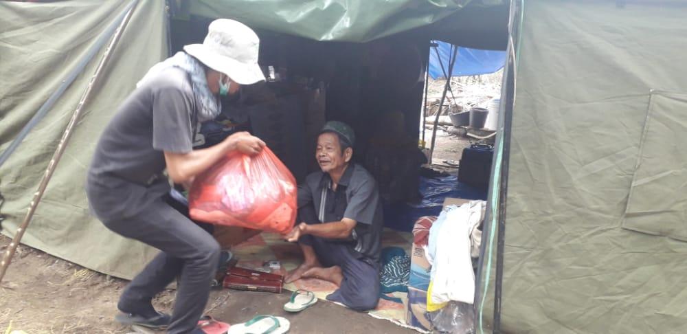 """Relawan Solidaritas """"Indonesia Bangkit-IB Sul-Sel"""" Salurkan ratusan Paket Sembako ke Korban Banjir di LUTRA"""