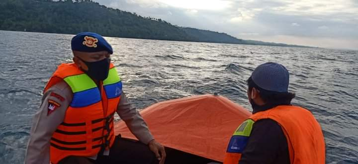SAR YON C Pelopor Terjun Dalam pencarian ABK KMN Tuna King yang hilang di perairan Kassi