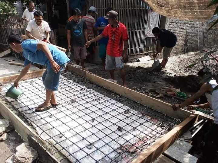 Gunakan Swadaya Masyakat, Warga Desa Desa Ulu Galung Perbaiki Plat Duiker yang Ambruk
