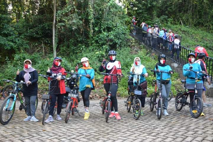 Dipimpin Ratih Try Handako, Bhayangkara Cycling Club datangi Objek Wisata Cempalagi