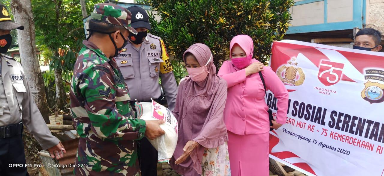 Baksos dalam Rangka HUT RI Ke-75, Polres Soppeng Salurkan Bantuan Kepada warga Kurang Mampu