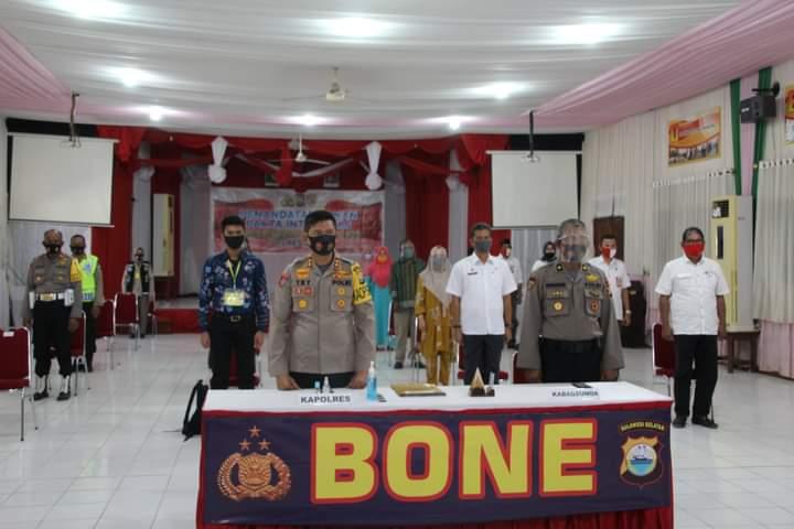Penandatanganan Pakta Integritas dan pengambilan sumpah panitia, Kapolres Bone Berharap Penerimaan Anggota Polri Berjalan dengan BETAH