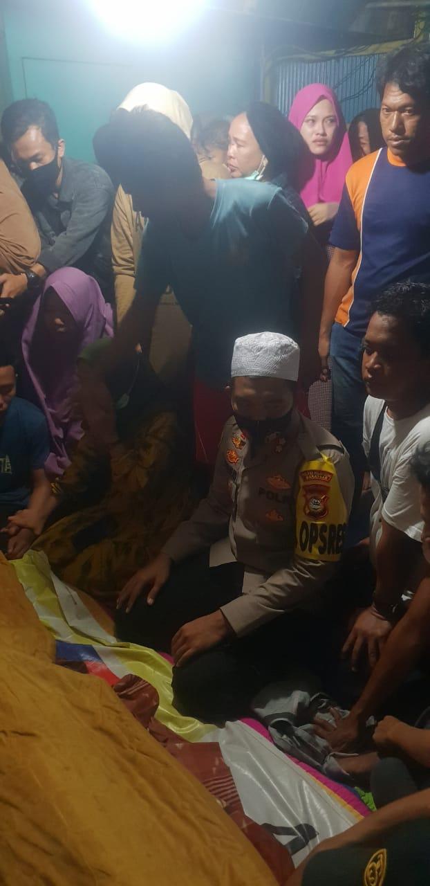 Kapolres Pelabuhan Makassar temani keluarga korban penembakan dari rumah sakit Hingga Rumah duka