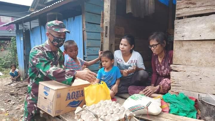 Serahkan Bantuan Awal, BazNas Bone Ajak para Dermawan ikut membantu beban Ibu Salmiati